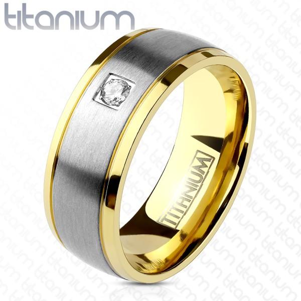 Pojedyńcza cyrkonia pokryty złotem rant stal szczotkowana tytan pierścionek
